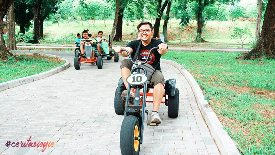Jalan Jajan Seru di Taman Legenda Keong Emas