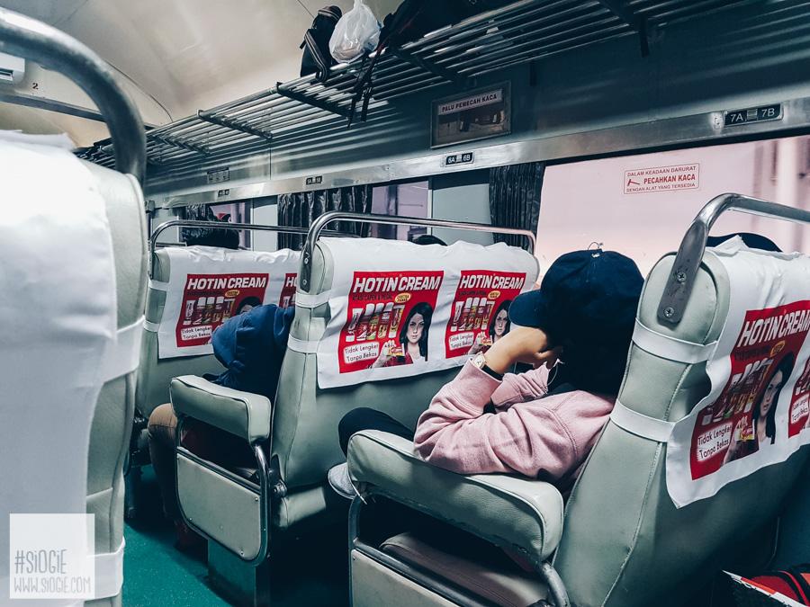 Kereta Api Kelas Bisnis