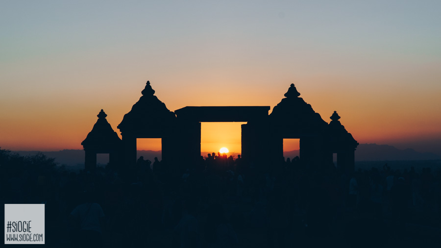 sunset di candi boko